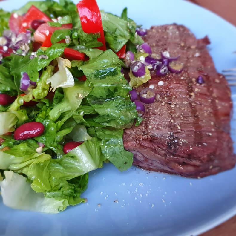 Entrecote mit gemischtem Salat